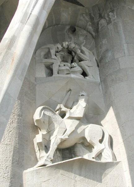 Josep M. Subirachs (sent 1980-t): Statue av Longinus i basilikaen Sagrada Familia i Spania. Longinus' sverd gjennomborer steinen som kirken er bygd av – Kristi legeme som er Kirken.